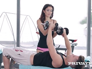 Slim busty babe Darcia Lee hooks up close by one dude before gym