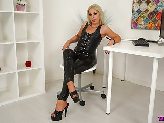 Sexy mistress in latex Jamie T is playing with her urbane pussy