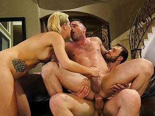 Sophia Grace shares a cumshot back a guy in a bisexual foursome