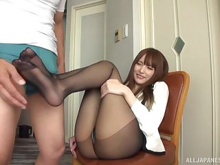 cute girl gets her pussy pleased with a friend's vibrator before a footjob