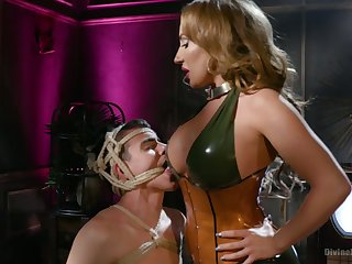 Bodacious bit of all right Richelle Ryan fucks anus of tied nearby submissive and sits on his face
