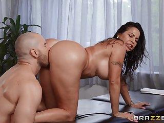 Muscular lad fucks big booty Latina mom in both holes