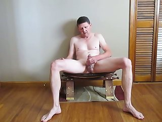 jerking absent on a stool and cumming
