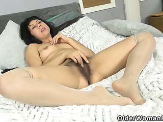 Kimber Lee - American Milf Feels Like Acquiring Herself Off In the matter of Say no to Fingers